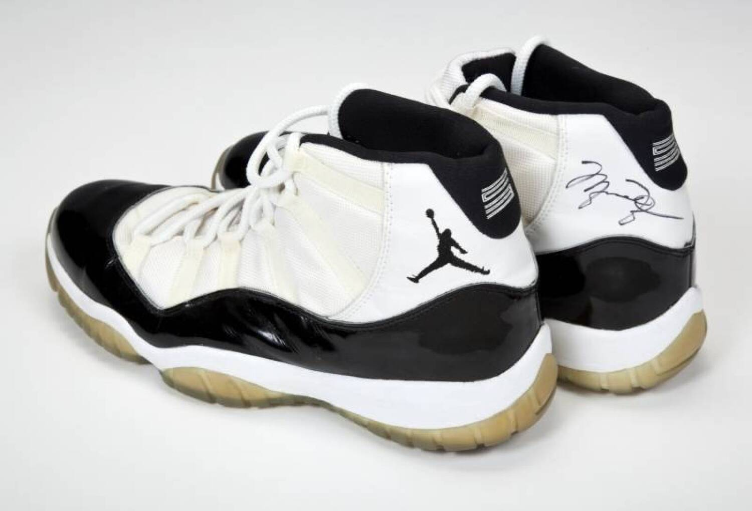huge discount 1f8fe 51c5f MICHAEL JORDAN 1995-96 GAME WORN AND SIGNED SHOES - Current ...