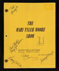 THE MARY TYLER MOORE SHOW CAST SIGNED SCRIPT