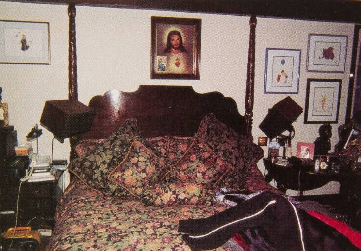 Image of God over Michael Jackson's bed