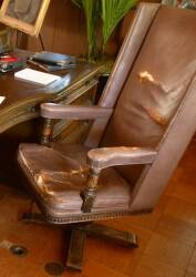 EXECUTIVE DESK WINGBACK CHAIR