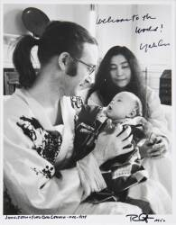 BOB GRUEN SIGNED PHOTOGRAPH OF THE LENNON FAMILY ALSO SIGNED BY YOKO ONO