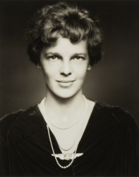 AMELIA EARHART PHOTOGRAPH SIGNED FOR HAROLD LLOYD