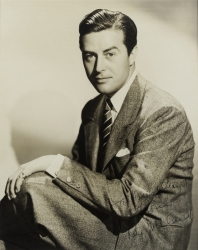 RAY MILLAND PHOTOGRAPH SIGNED TO HAROLD LLOYD