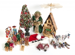 ASSORTED GROUP OF CHRISTMAS ITEMS