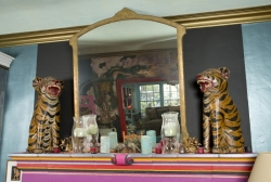ZAPPA GROUP OF DECORATIVE MANTLE ITEMS