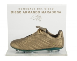 DIEGO MARADONA 2001 FINAL MATCH TRIBUTE BOOT AND DOCUMENTS