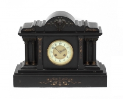 GROUP OF TWO MANTLE CLOCKS