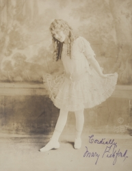 MARY PICKFORD SIGNED PHOTOGRAPH