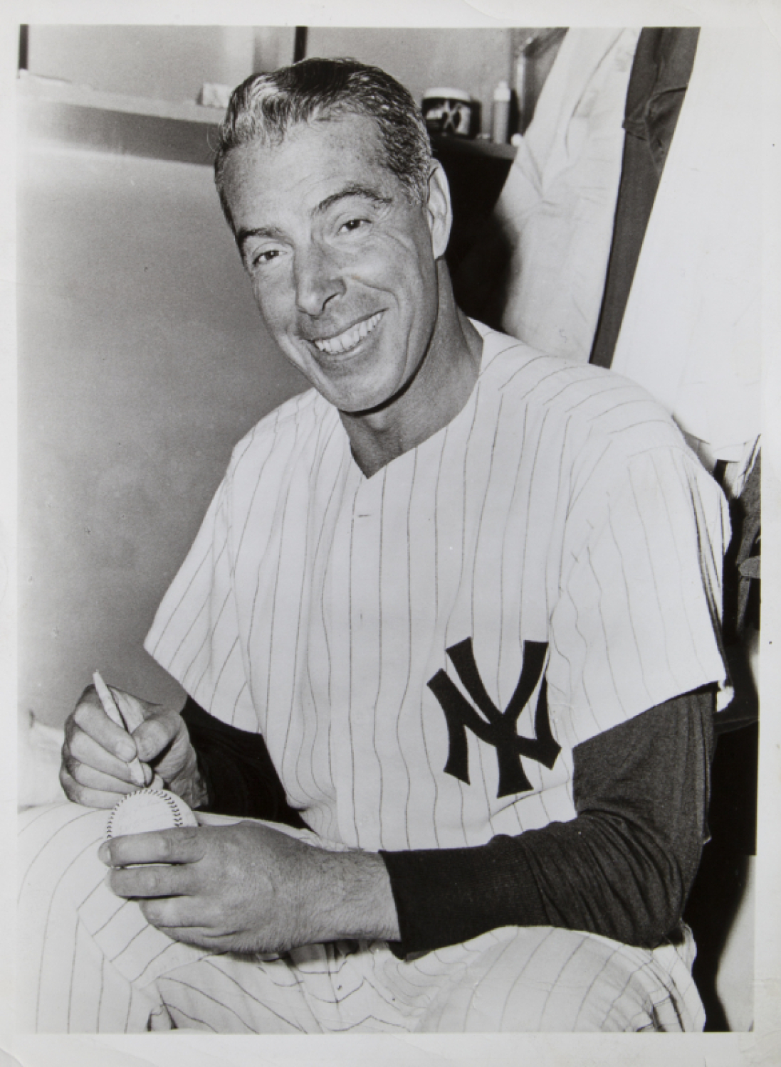 separation shoes f78dd 8ecaa MARILYN MONROE OWNED PHOTOGRAPH OF JOE DiMAGGIO IN NEW YORK ...