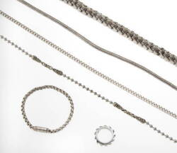 GROUP OF METAL CHAIN NECKLACES