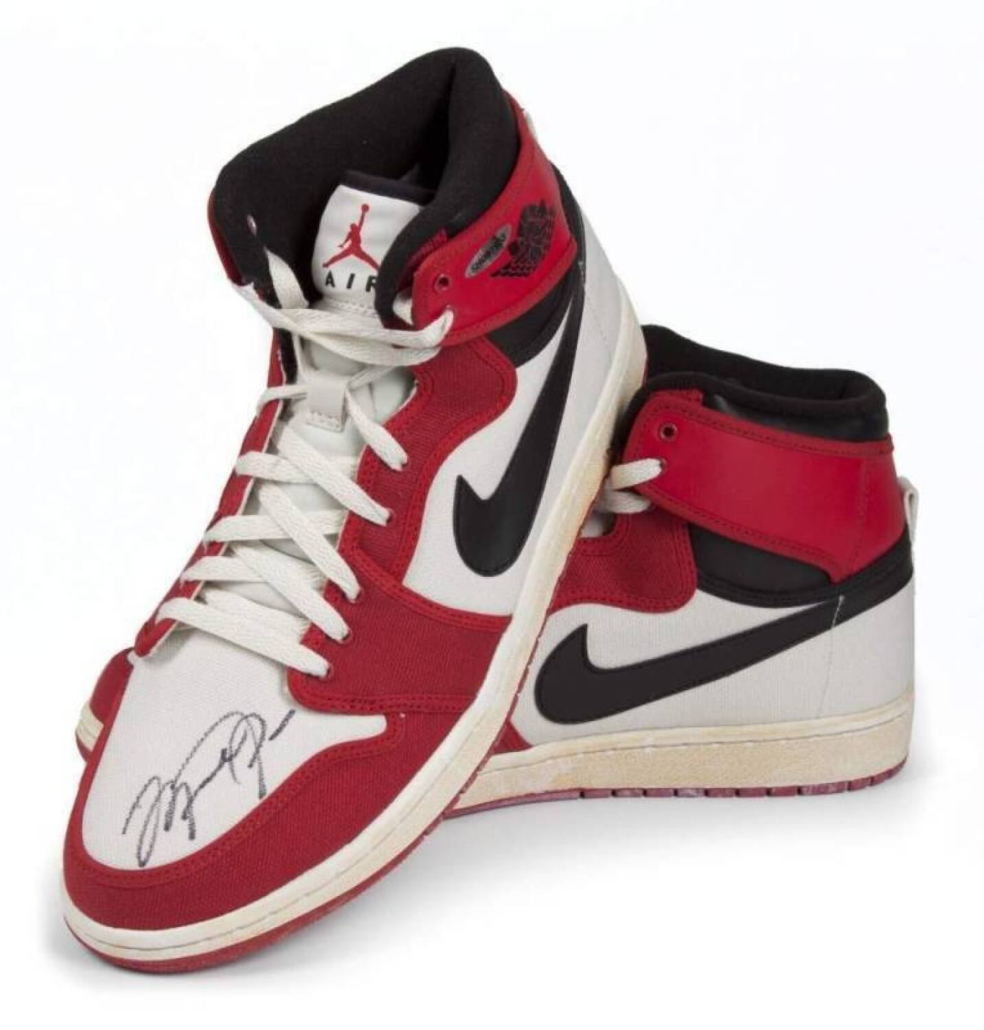 5e0fec5f52b MICHAEL JORDAN SIGNED NIKE AIR JORDAN 1 RETRO SHOE - Current price   650