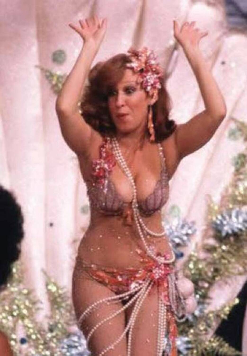 Bette Midler Boobs 109