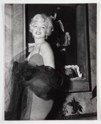MARILYN MONROE BLACK AND WHITE PHOTOGRAPH