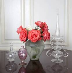 COLLECTION OF FOUR VASES AND TABLE ARTICLES