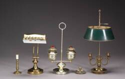 A GROUP OF ASSORTED BRASS LIGHTING FIXTURES