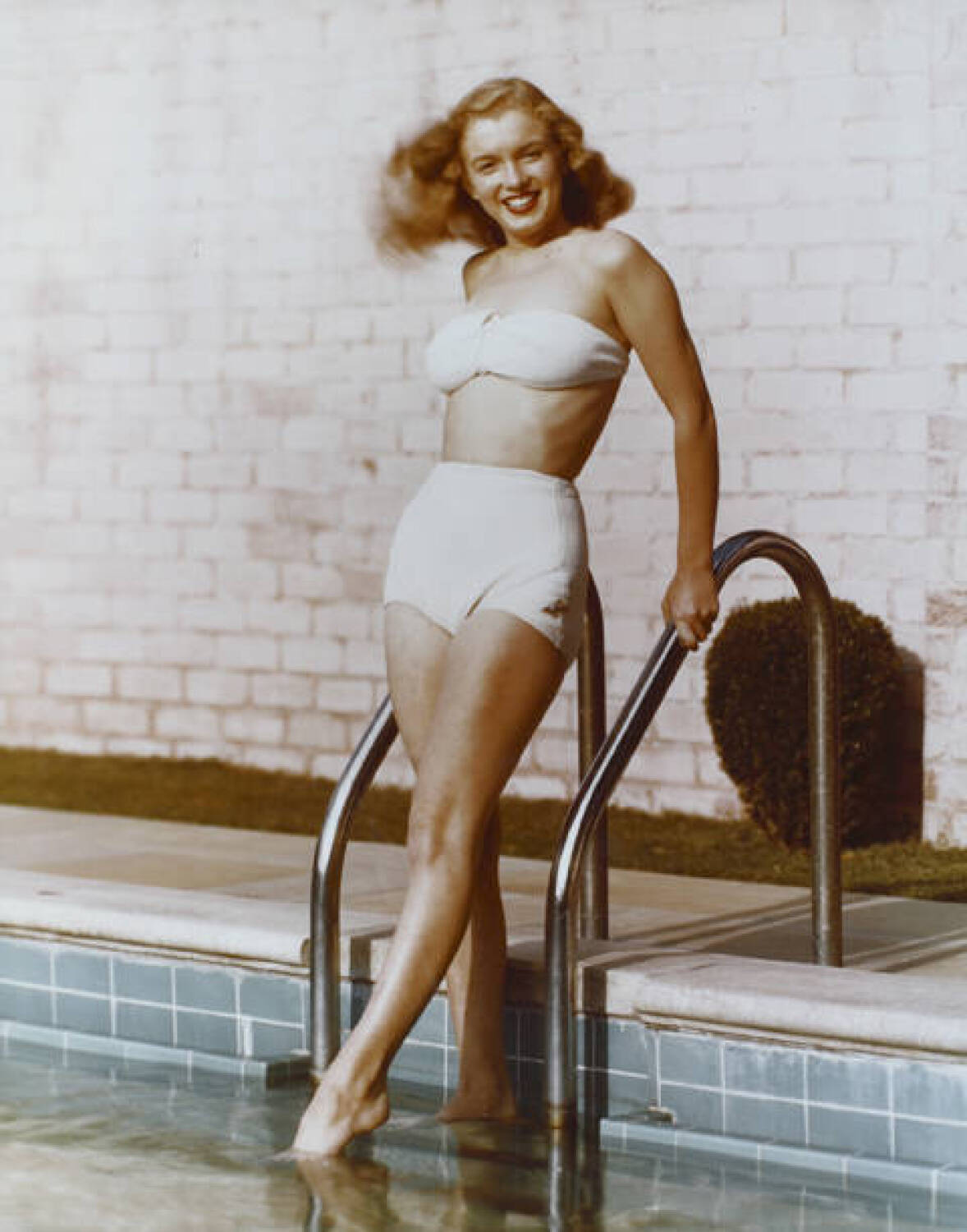 MARILYN MONROE IN BATHING SUIT BY ANDRE DE DIENES