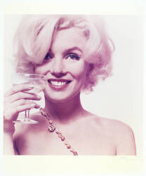 MARILYN MONROE WITH GLASS OF CHAMPAGNE