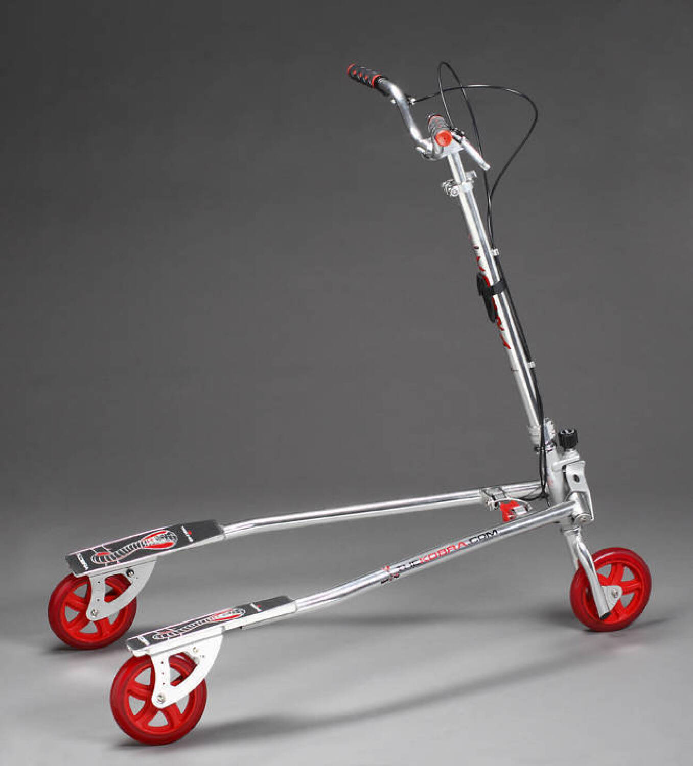 A TRI-KING COBRA SCOOTER - Current price: $25