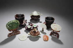 COLLECTION OF JADE AND HARDSTONE ITEMS