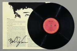 BOB DYLAN SIGNED RECORD SLEEVE