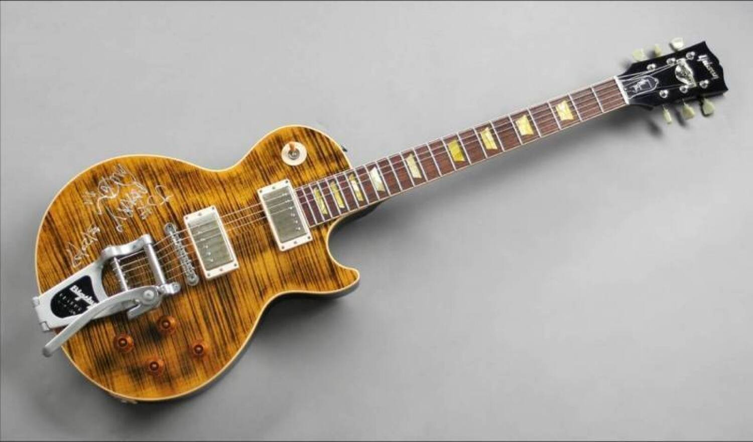joe perry signed gibson les paul signature guitar current price 0. Black Bedroom Furniture Sets. Home Design Ideas