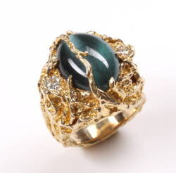 ELVIS RING WITH CAT'S EYE GREEN STONE