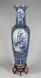 MONUMENTAL BLUE AND WHITE CHINESE PALACE VASE